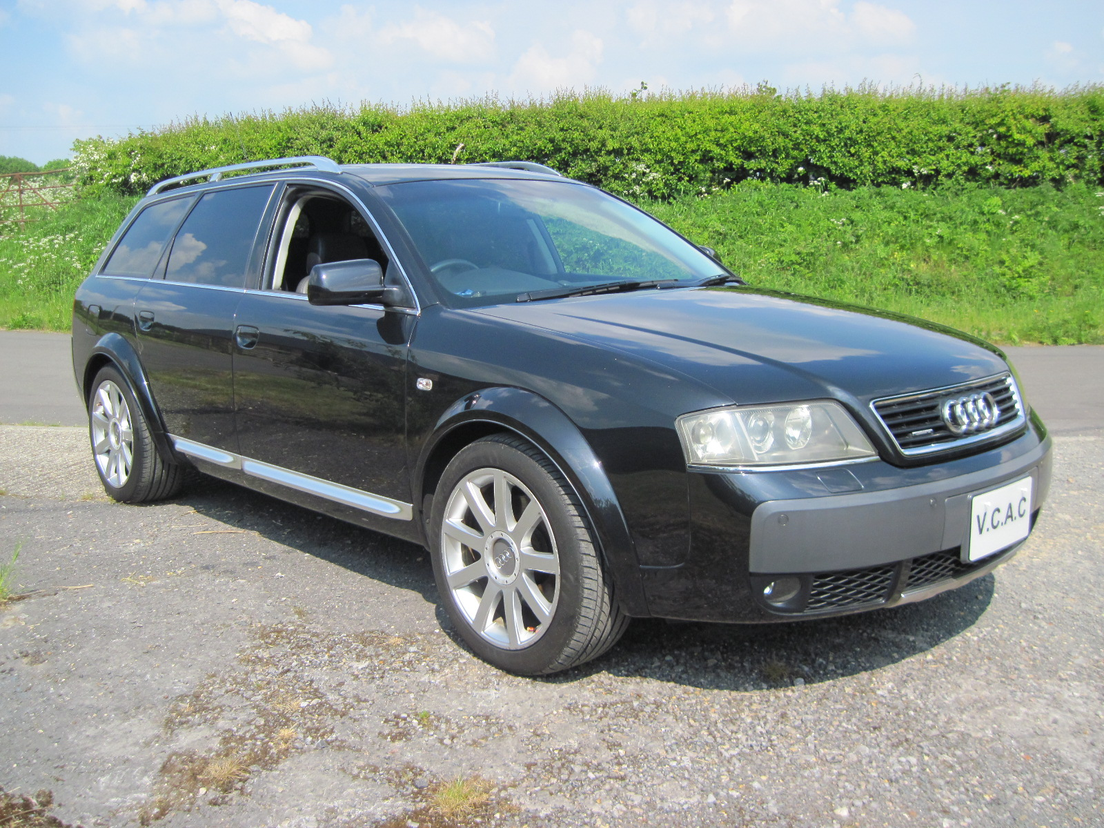 2004 Audi Allroad 4.2 V8 Auto Estate. Awesome car in Black with two ...