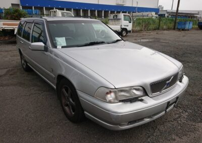 1998 Volvo V70 T5 Estate Automatic. 105000 miles